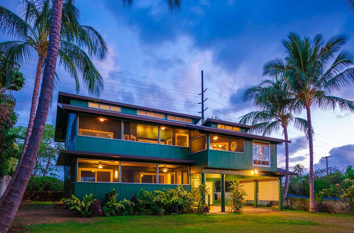 kauai photographer swell photography studio dusk exterior